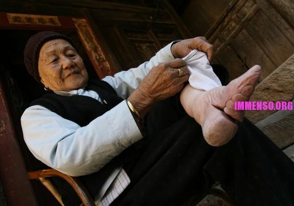 reputable site f8825 e2125 La tortura dei piedi microscopici cinesi legati e costretti ...