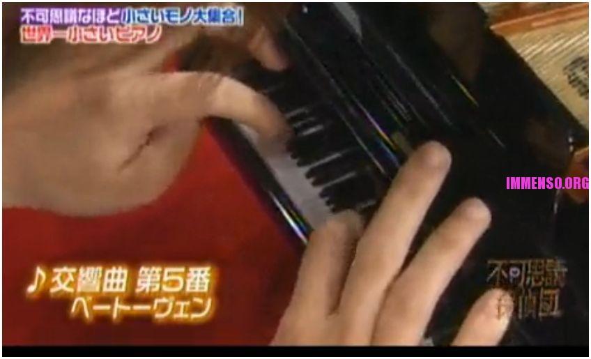 pianoforte più piccolo del mondo