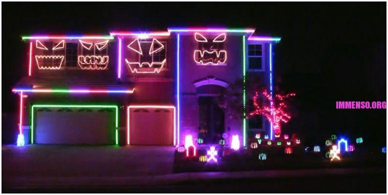 luci halloween all'esterno della casa