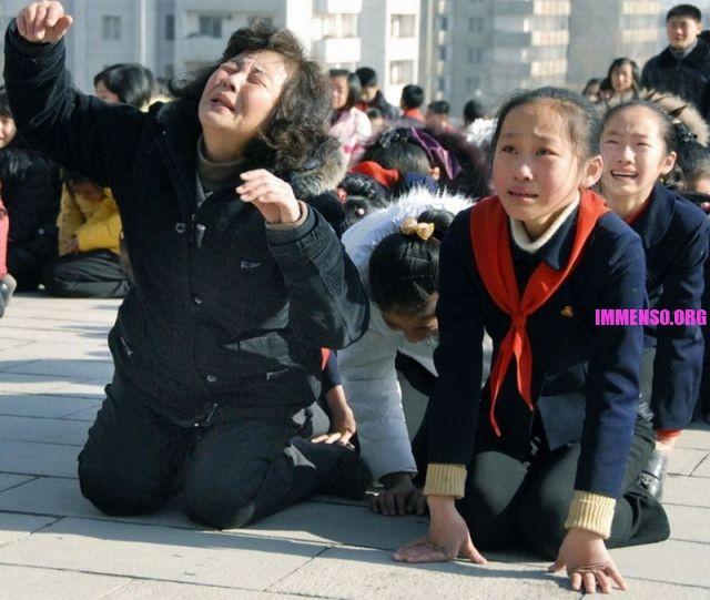morte dittatore corea persone che piangono (20)