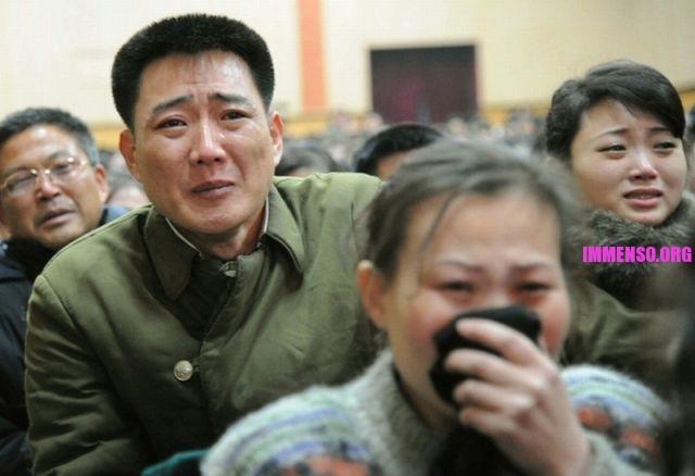 morte dittatore corea persone che piangono (5)