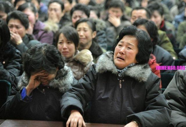 morte dittatore corea persone che piangono (4)