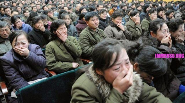 morte dittatore corea persone che piangono (1)