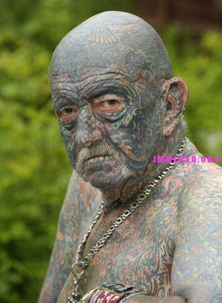 Foto persone anziane con tatuaggi 06 vecchi con i for Vecchi piani colonica con foto