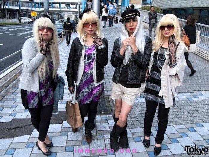ragazze giapponesi vestite come Lady Gaga