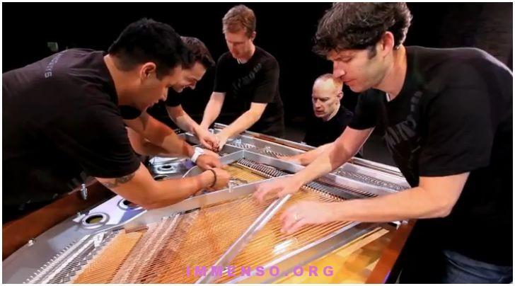 pianoforte suonato in cinque persone - the piano guys