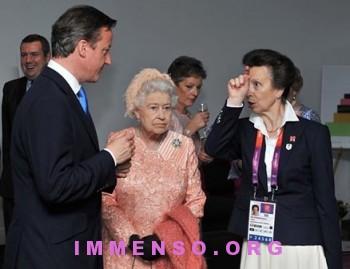 regina elisabetta foto olimpiadi londra 02 350x269