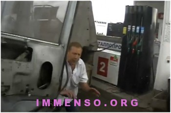uomo fortunato evita incidente con camion