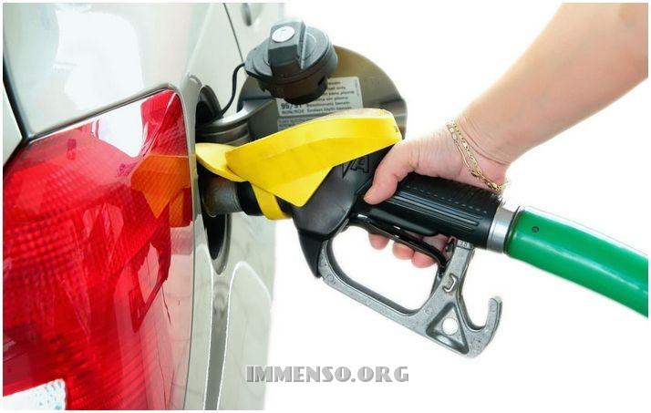Risparmiare benzina, guida gratis in pdf su come diminuire sui consumi auto (aggiornamento)