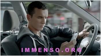 sms durante la guida sicurezza stradale