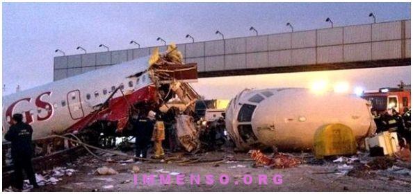 incidente aereo russia autostrada