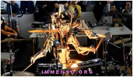 robot suona batteria