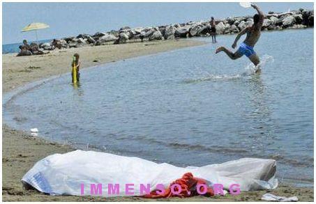 turista morta sulla spiaggia a formia