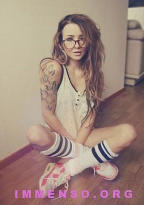 belle ragazze con occhiali 13