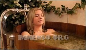 ragazza bagno nella birra foto 12