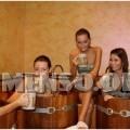 ragazza bagno nella birra foto 15