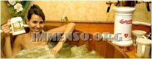 ragazza bagno nella birra foto 25