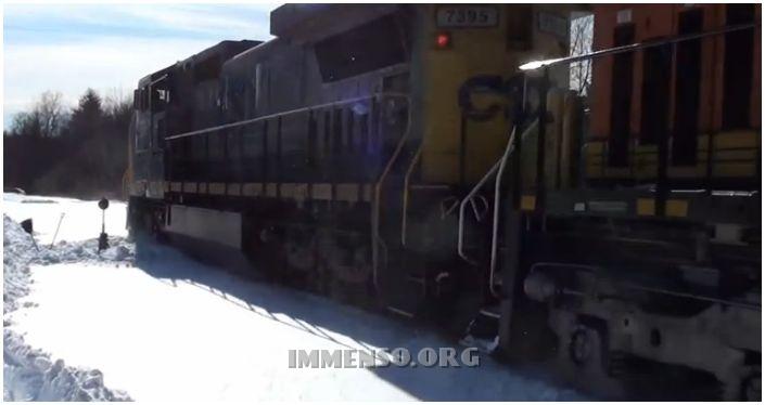 treno bloccato da neve