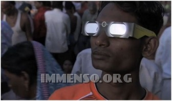 occhiali per vedere eclisse