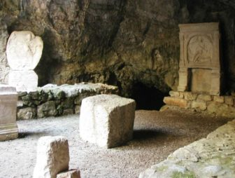 grotta dio mitra