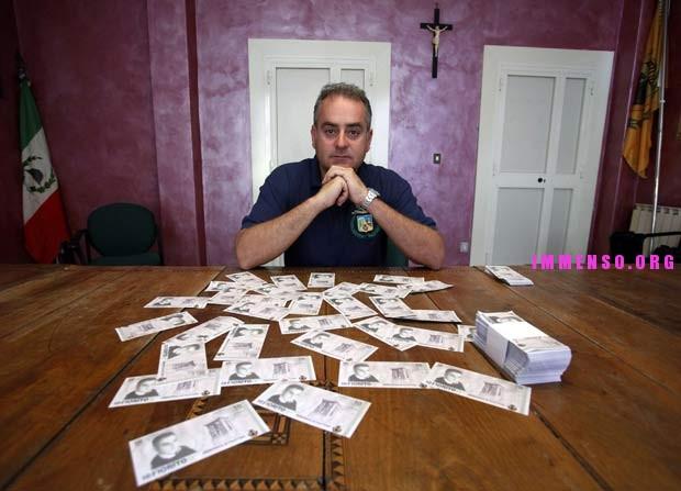 sindaco di filettino banconote fiorito foto
