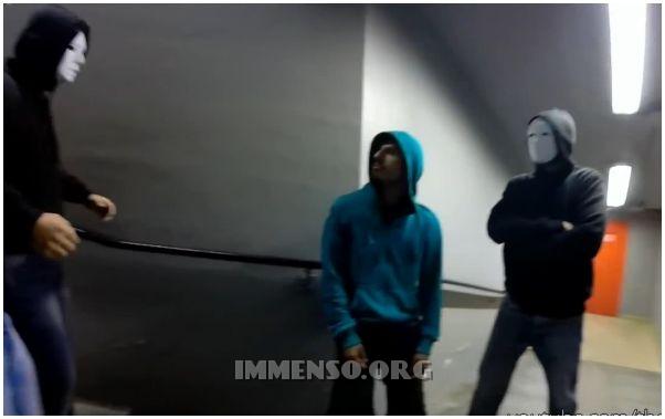 gang in maschera candid camera