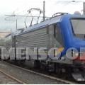 treno trenitalia in stazione foto